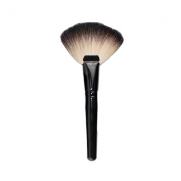 beauty-lounge-fan-brush